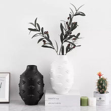 Load image into Gallery viewer, White lips ceramic vase