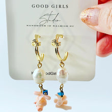 Load image into Gallery viewer, Mermaid Shell Hoop Earrings