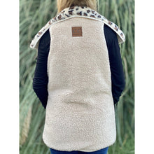 Load image into Gallery viewer, REVERSIBLE LEOPARD PRINT SHERPA/FAUX FUR VEST