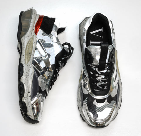 Valentino Men's Silver Multi Coloured Sneakers 2SOB05