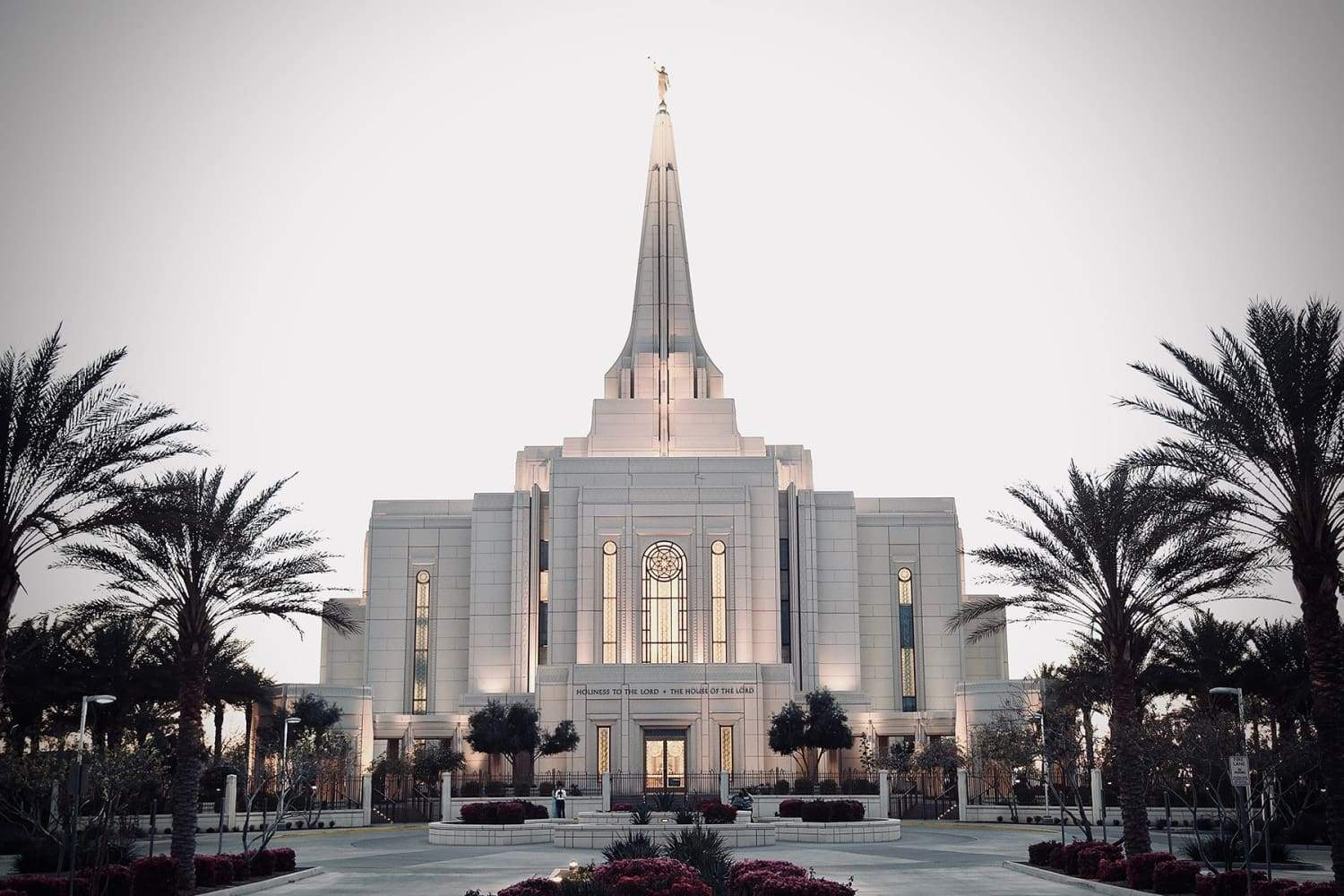 Gilbert LDS Temple | Photo by Joe Cook on Unsplash
