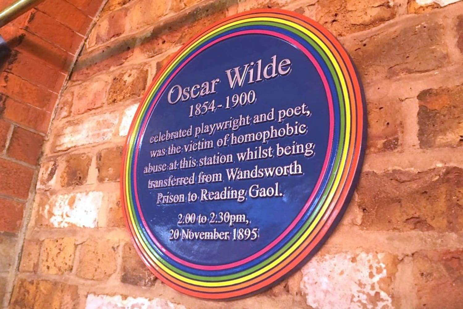 Oscar Wilde Rainbow Plaque at Wandsworth Station