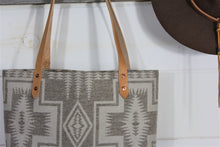Load image into Gallery viewer, Wool South Western pattern Tote