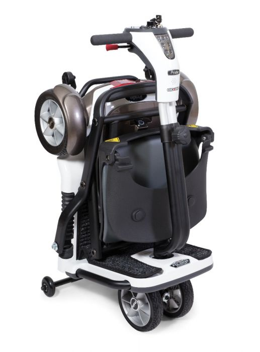 Travel scooter using minimal space for easy storage