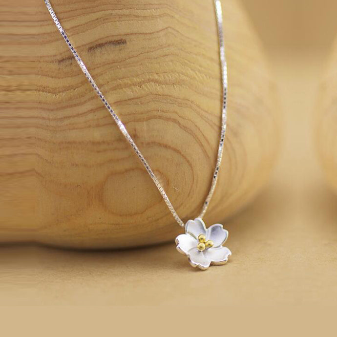 Delicate Daisy - Necklace