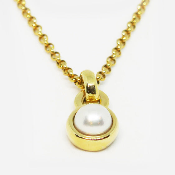 9ct yellow gold & 8mm cultured Akoya pearl pendant (Chain sold separately)
