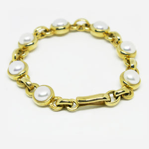 9ct yellow gold and cultured 8mm pearl bracelet.