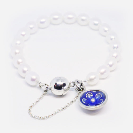 Cultured pearl bracelet with Sterling Silver and Resin flower charm (Cobalt blue)