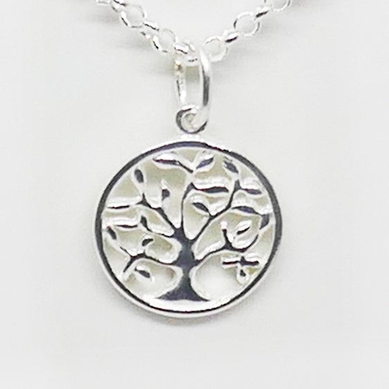 Small Sterling silver tree of life pendant complete including chain