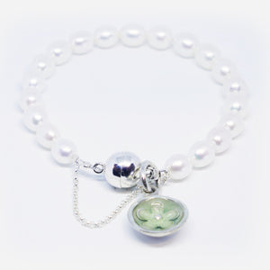 Cultured pearl bracelet with steling silver & resin flower charm (Green Ice)