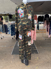 Load image into Gallery viewer, Fleece Camo Pop Art Jogger Set