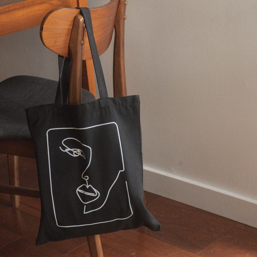 Hunter & Hare Linear Tote Bag Lifestyle