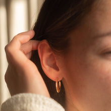 Hunter & Hare Gold Hoop Earrings Set Model