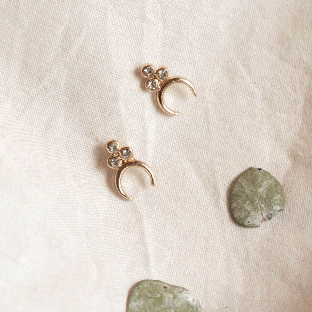 Hunter & Hare Three-Point Cluster Crescent Earrings