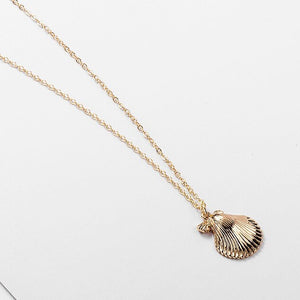Hunter & Hare Seashell Charm Necklace Close Up
