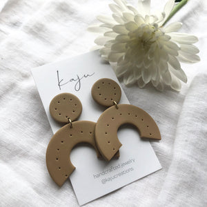 Kaju Sand Dotted Arch Earrings