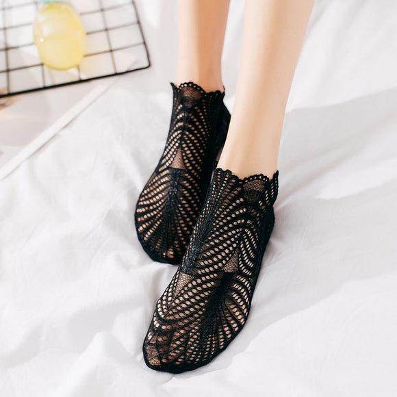 Lace Leaf Pattern Women Ankle Invisible Socks - chicstocking