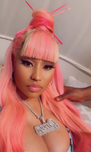 Nicki Minaj slays thanks to her strawberry shortcake wig with bangs