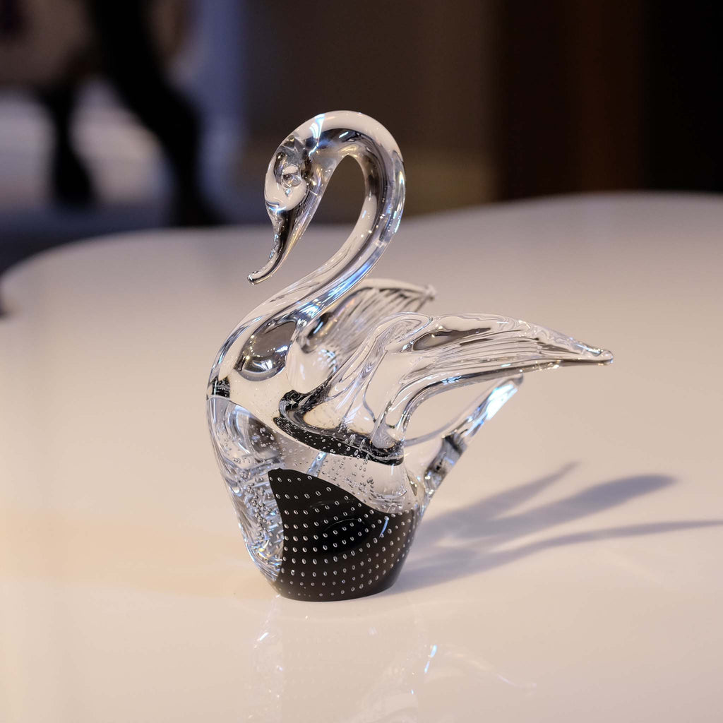 Glass swan with black inner colouring
