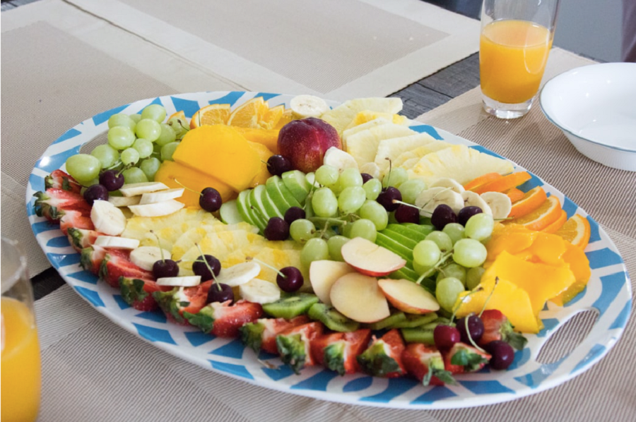 A tray of delicious and healthy fruits.