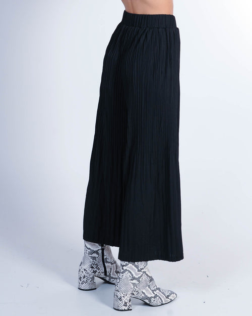Strike A Pose Pleated Pant - Black