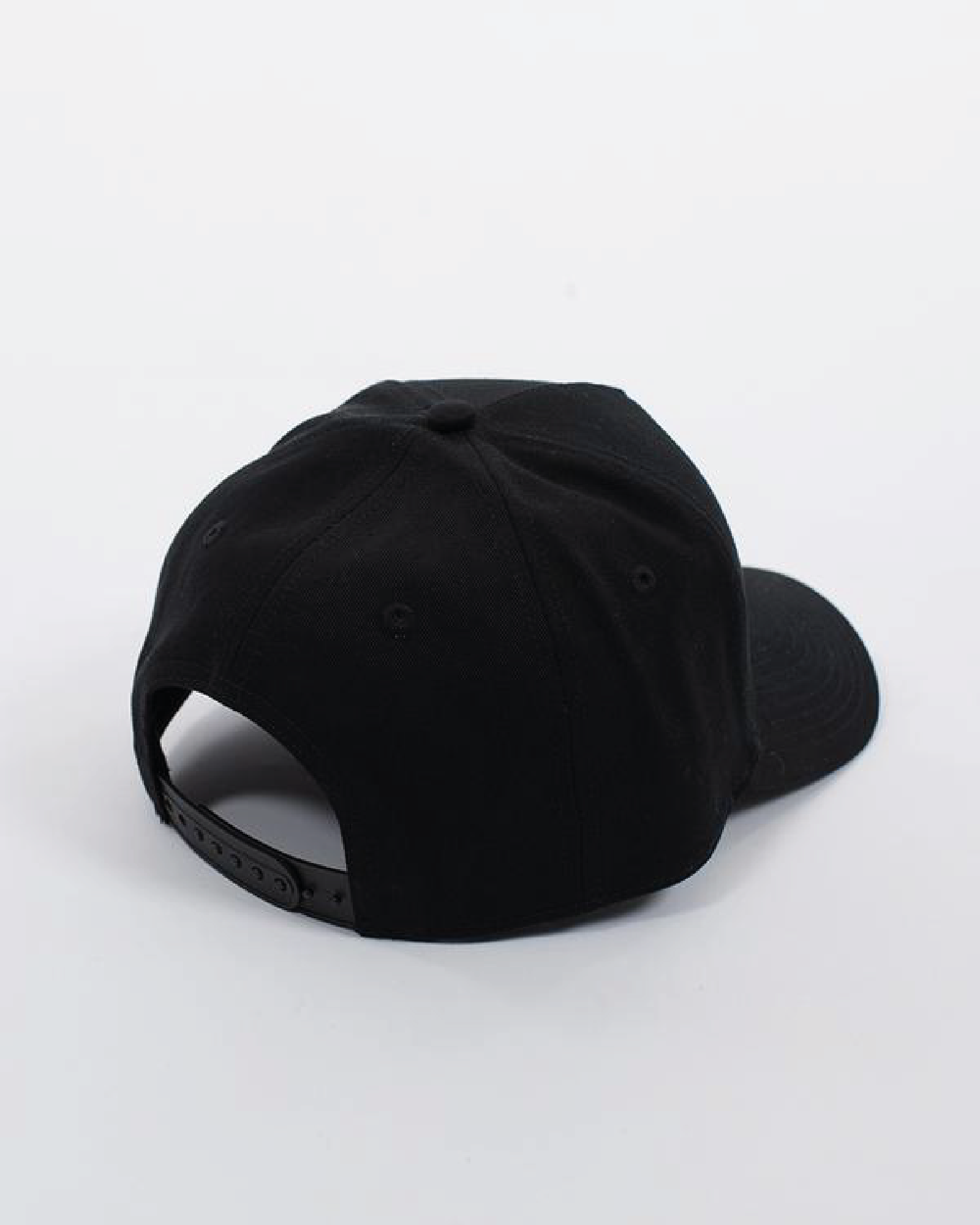 Wndrr Phillips Snapback Cap - Black/Black/Red
