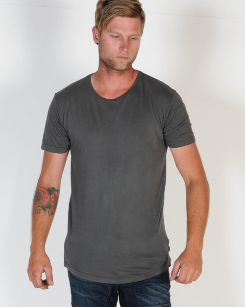 SILENT THEORY PIGMENT TAIL TEE - CHARCOAL DEEP FOG