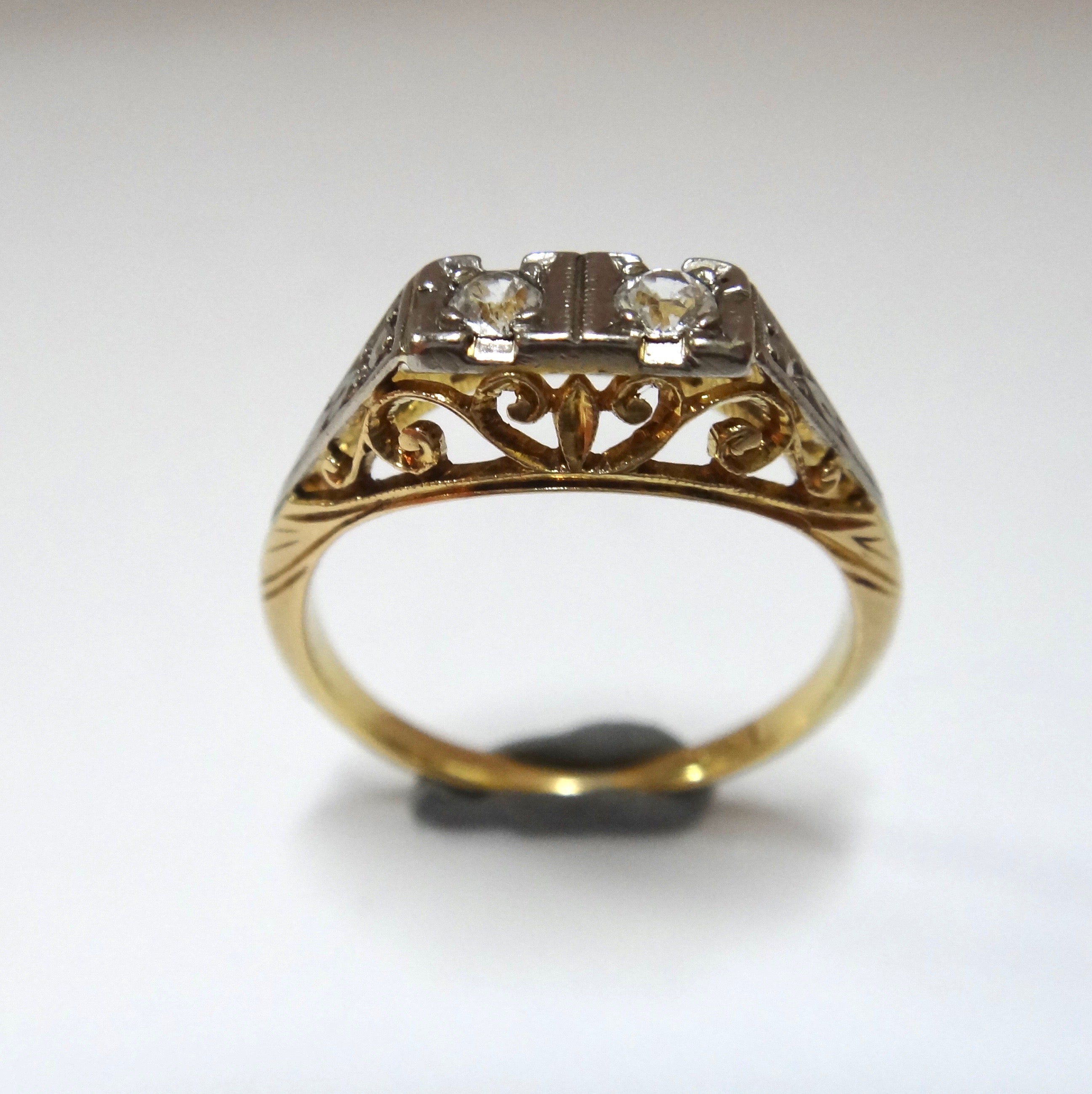 18CT Yellow Gold & White Sapphire Ring