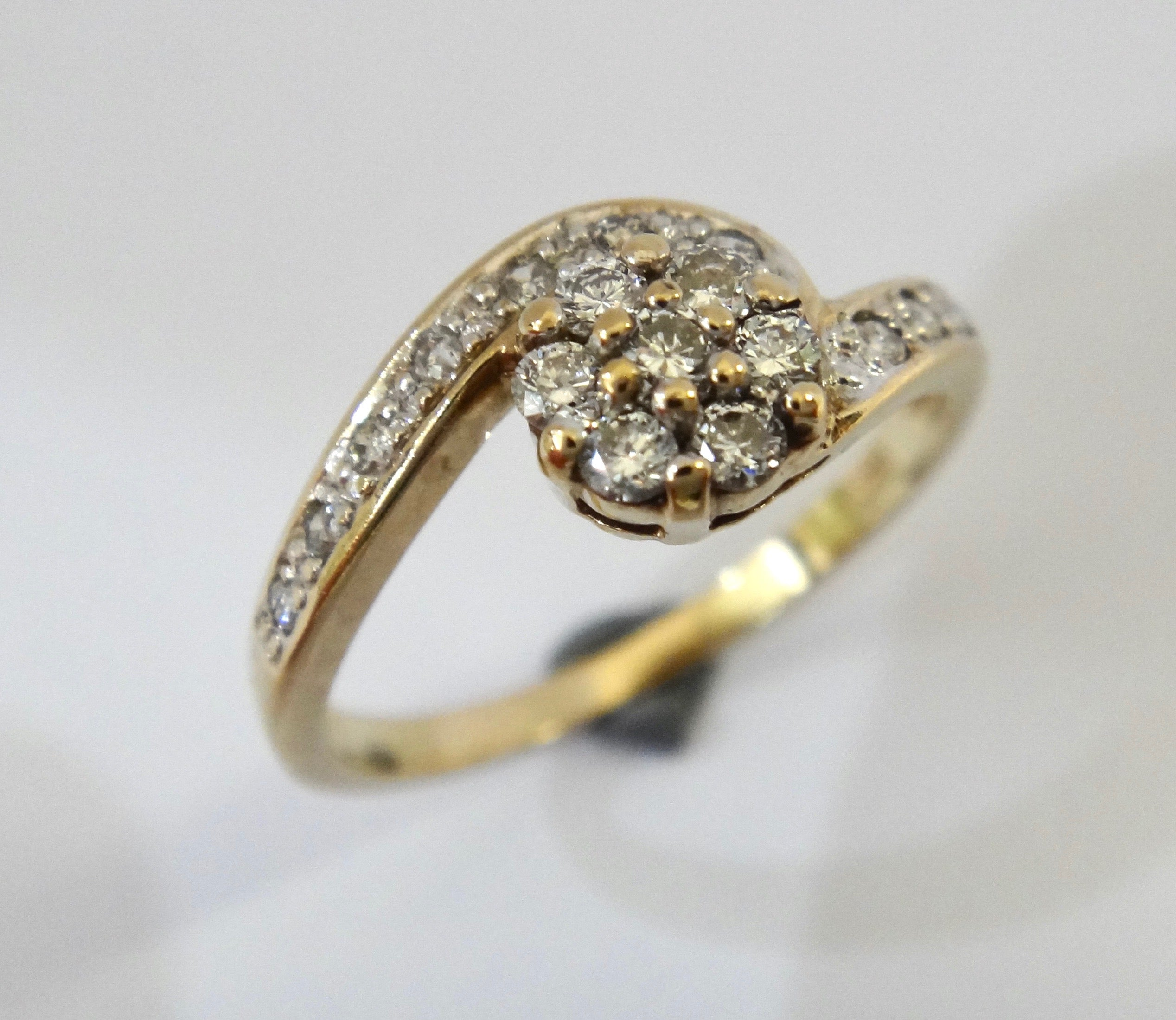9CT Gold & Diamond Flower Head Style Ring