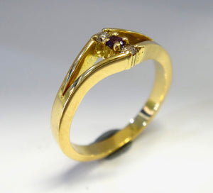 18CT Yellow Gold, Diamond & Amethyst Ring