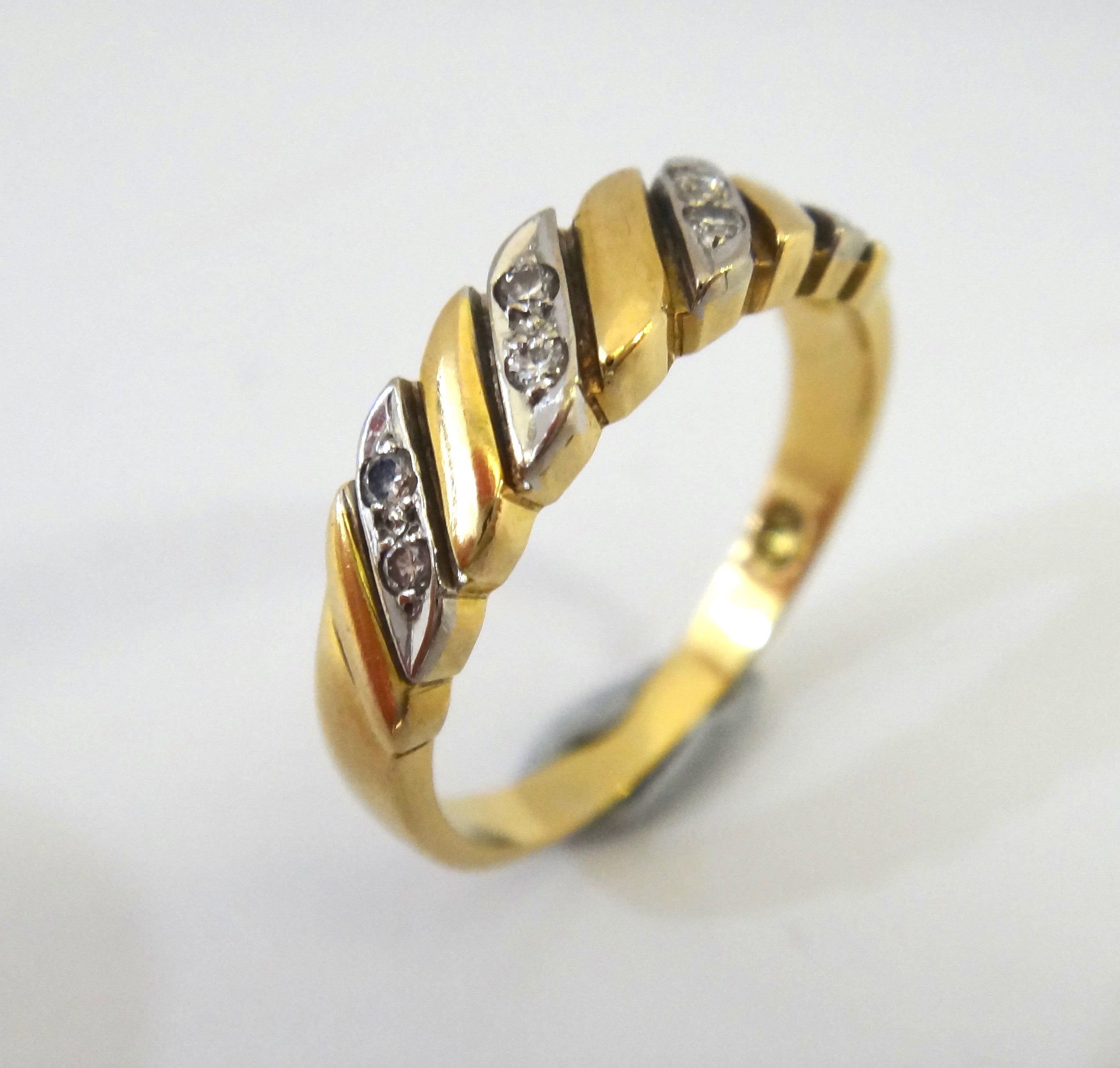18CT Gold & Diamond Striped Ring