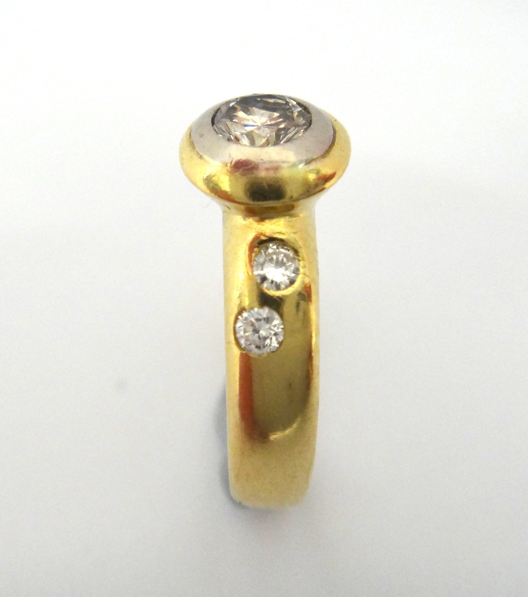 18CT Yellow GOLD & Collet Set Diamond Ring