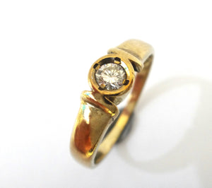 18CT GOLD & Collet Set Solitaire Diamond Ring