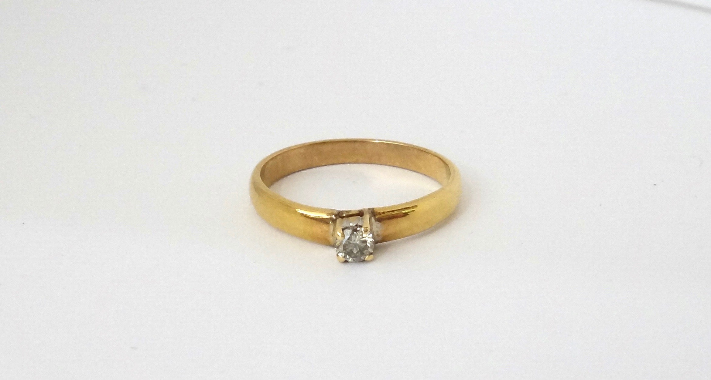14CT Yellow GOLD & Diamond Solitaire Ring