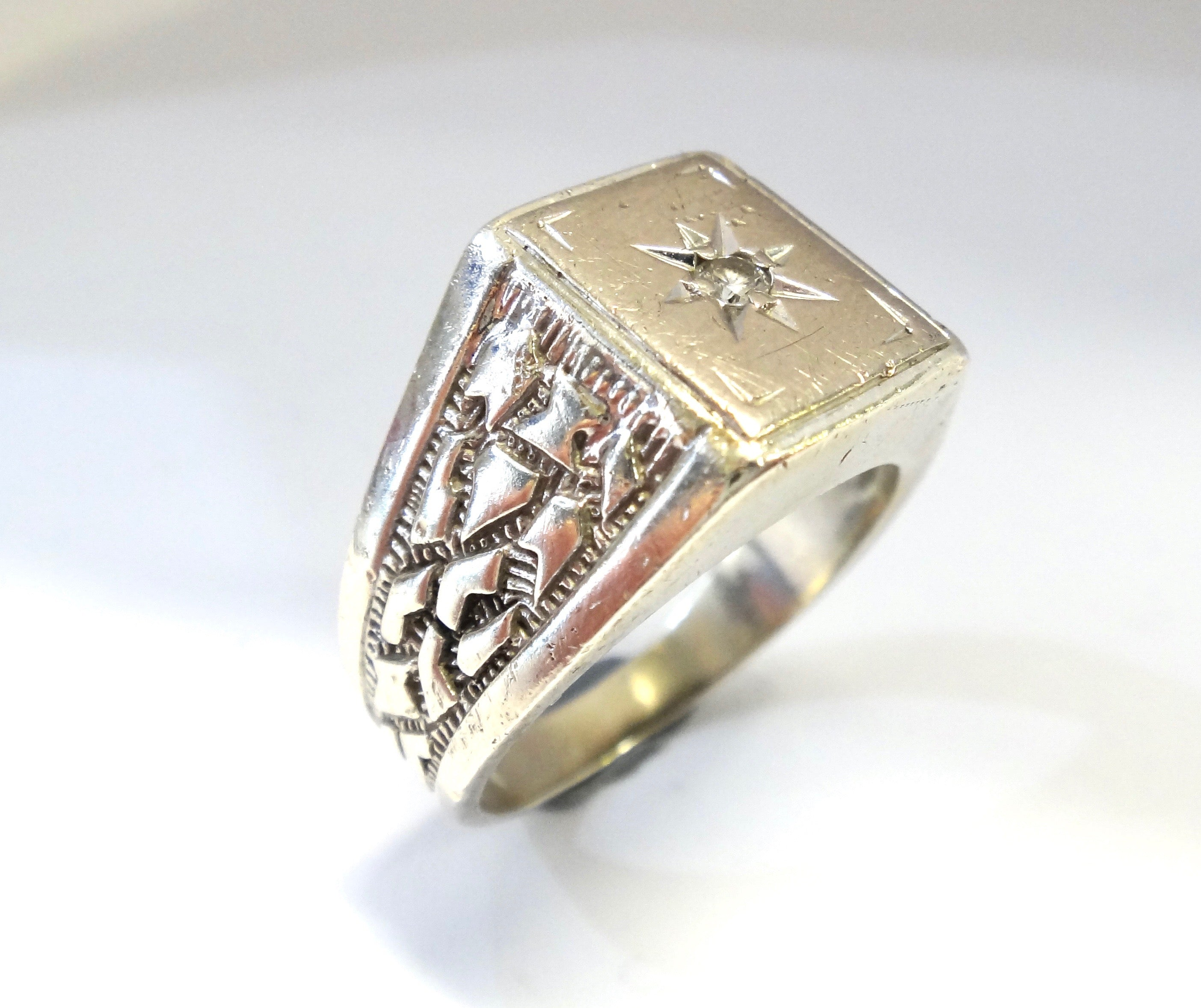 Mens 9CT White GOLD & Diamond Signet Ring