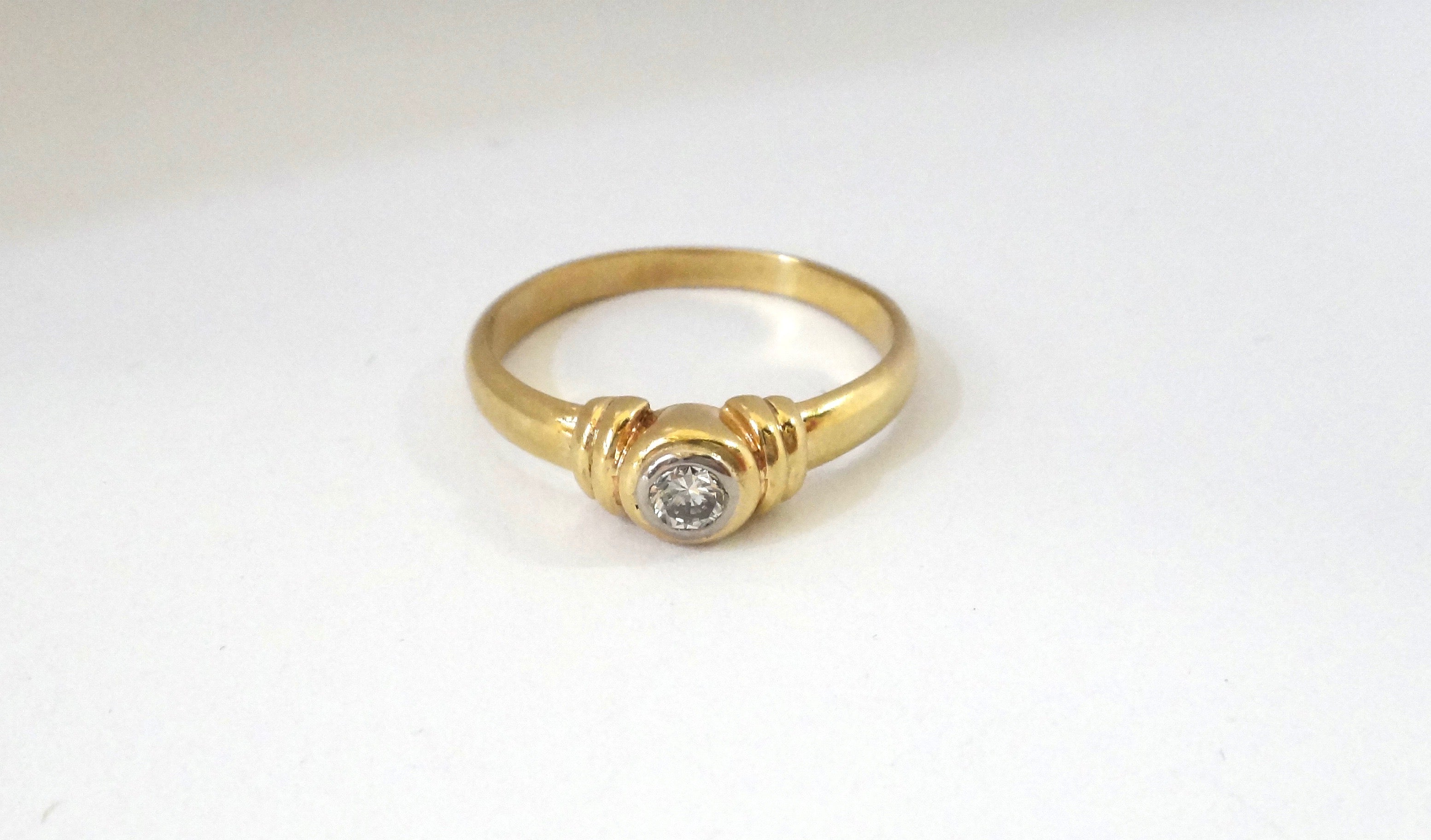 9CT Yellow GOLD & Collet Set Brilliant Cut DIAMOND Ring