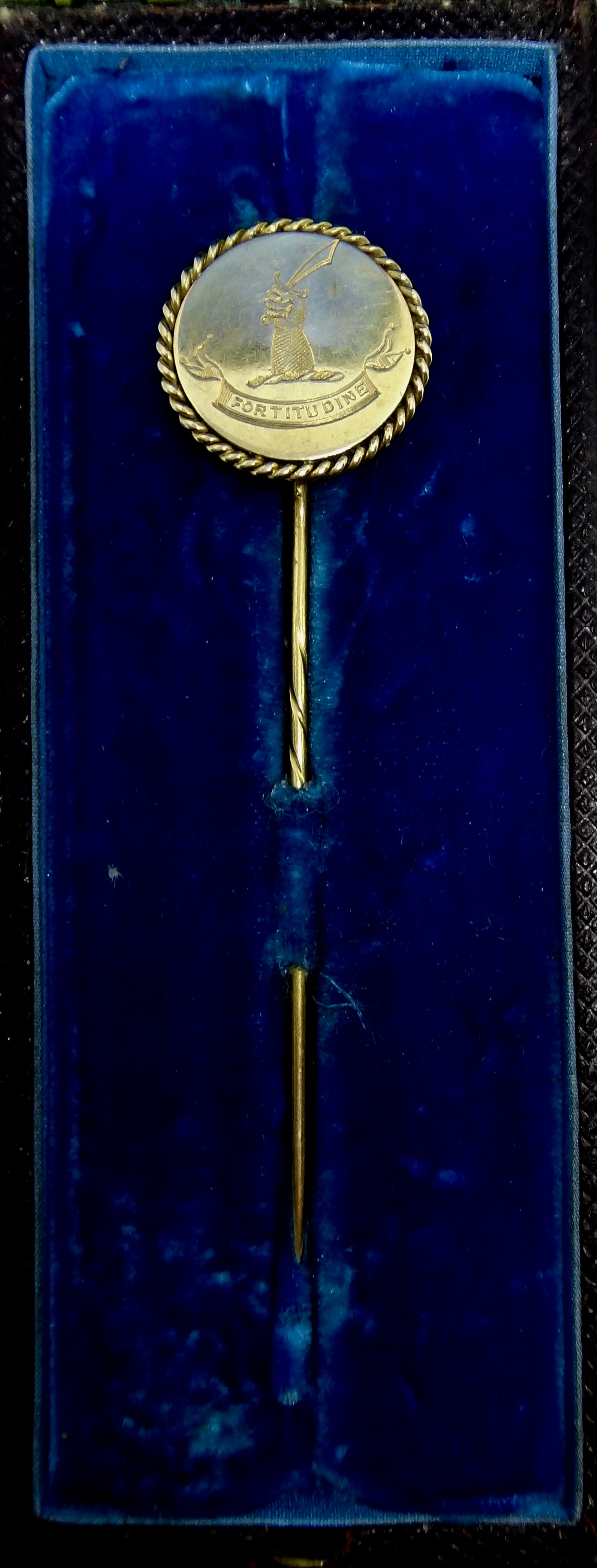 ANTIQUE 18CT Yellow GOLD Scarf Pin c. 1800s Macrae Family Crest