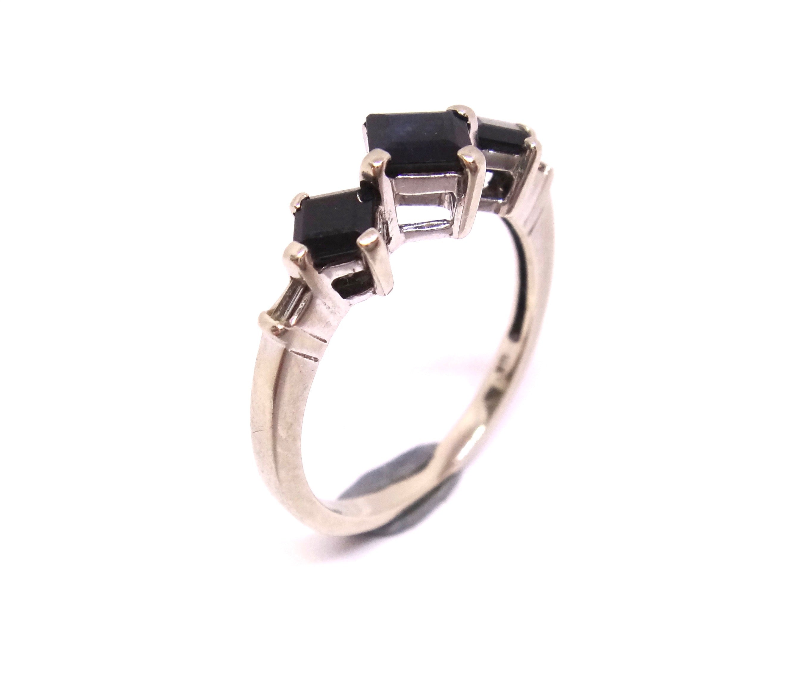 10CT White GOLD, Diamond & 3 Stone Dark Blue Sapphire Ring