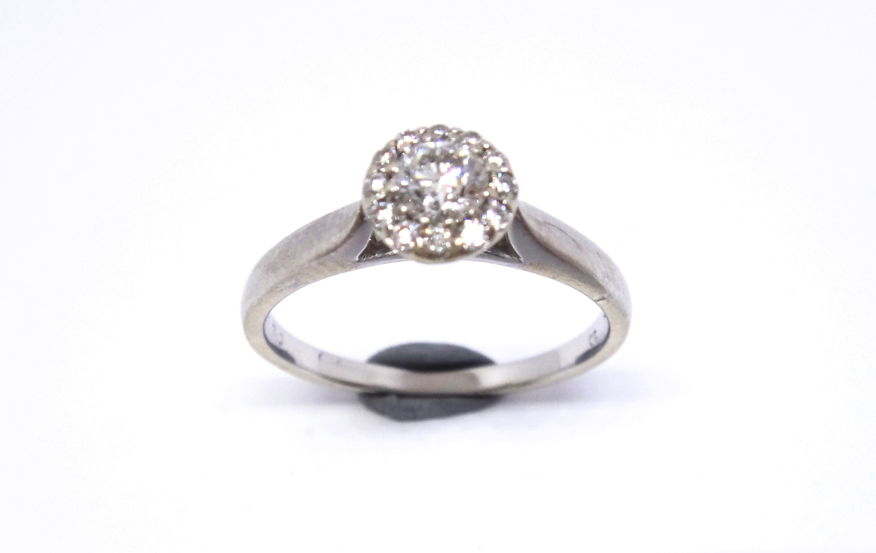 18CT White GOLD & Brilliant Cut DIAMOND Target Ring
