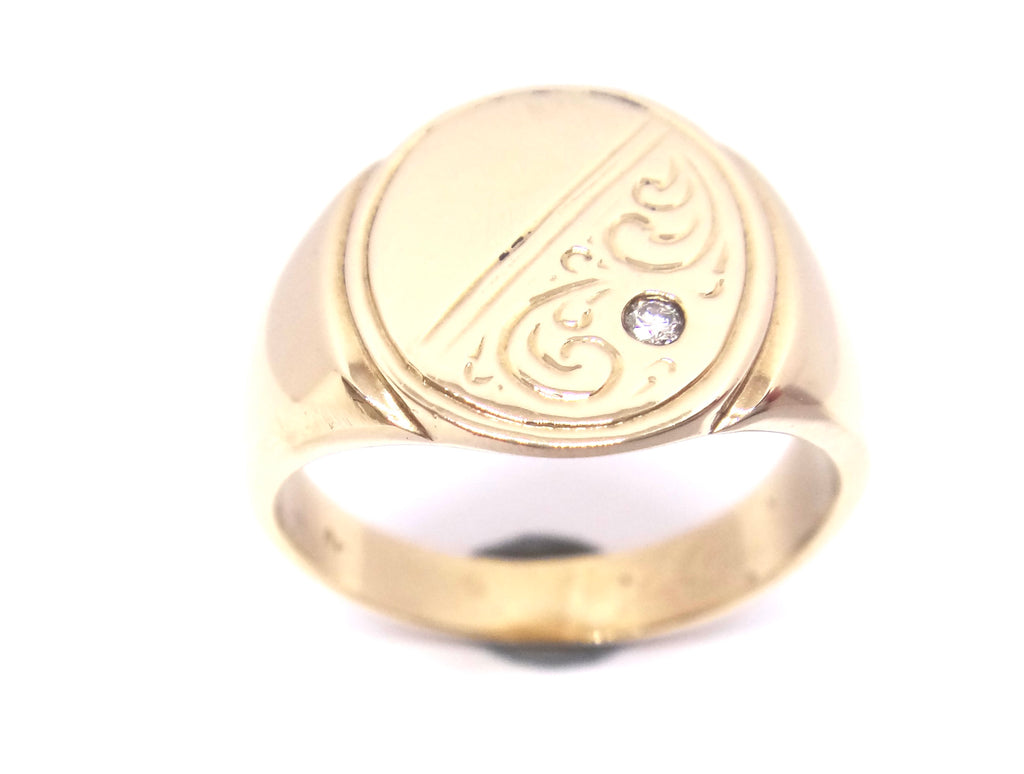 HEAVY Mens 9CT Yellow GOLD & Diamond Oval Shaped SIGNET Ring
