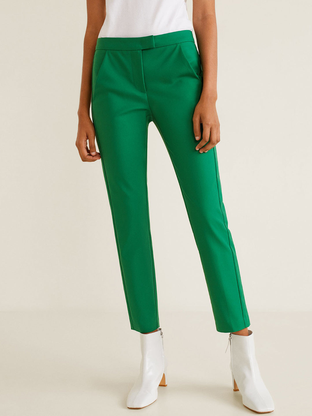 Women Green Regular Fit Solid Cropped Trousers