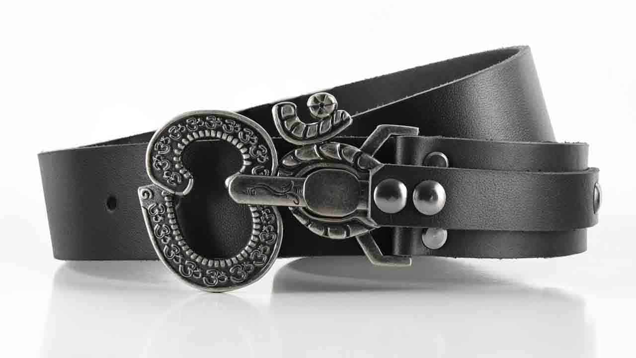 Aged Ohm peace symbol belt buckle. Pull pin to unlock. Black full grain American leather belt. Womens belt for dress or jeans.