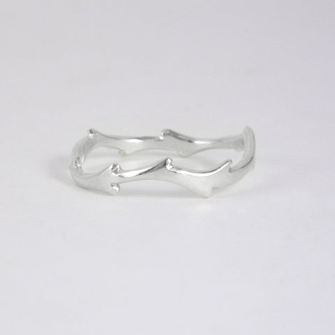 Flowing Thorn Ring