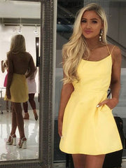 Charming A Line Scallop Neck Sleeveless Yellow Short Homecoming Cocktail Dress With Spaghetti straps