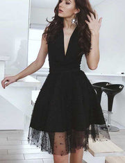 Charming A Line V Neck Sleeveless Black/White Short Homecoming Dress With Beading