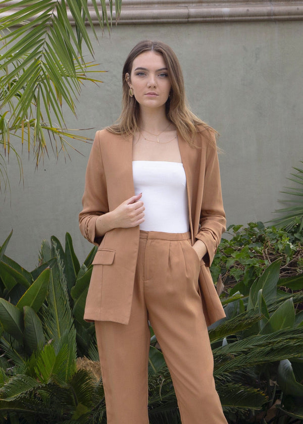 blazer, street style, winter style, spring summer, blazer, how to style a blazer, outerwear, suit jacket, wardrobe essential, women's blazer