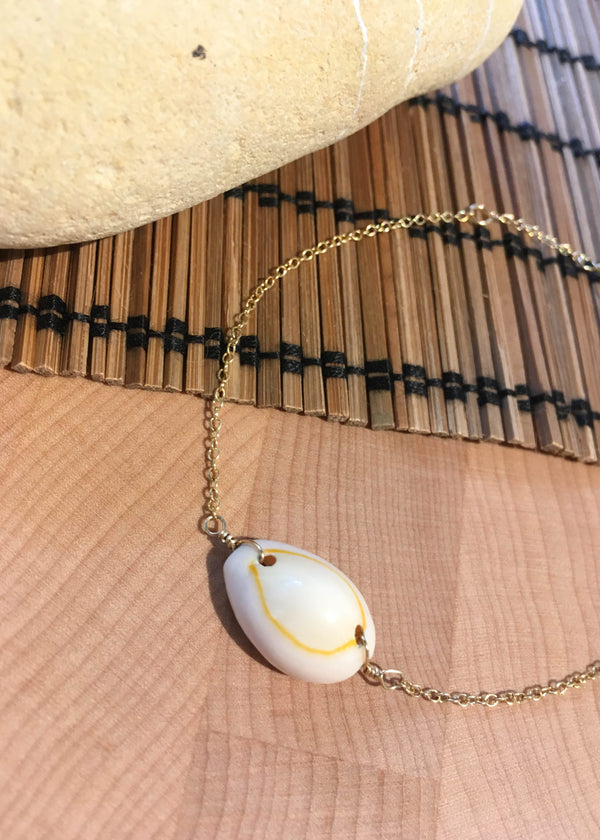 puka shell trend, puka shell bracelet, gold filled puka shell bracelet, summer accessories, summer trends 2019, New arrivals, dainty jewelry dainty, 14k gold filled jewelry, cute accessories, bracelets, boho chic accessories, accessory trends, 14k gold filled chain bracelet, 14k gold filled jewelry, 14k gold filled bracelet