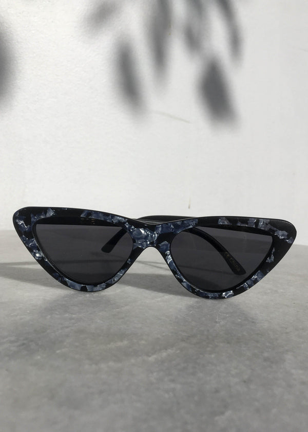 Zoe Retro Sunnies - AMĒNAH