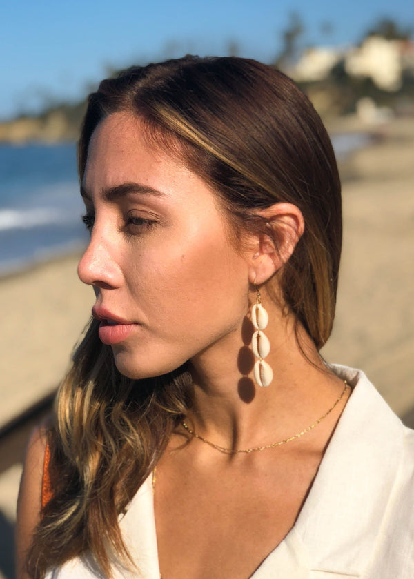 puka shell earrings, puka shells, accessory trends, accessories, summer accessories, earrings, statement earrings, dangle earrings,
