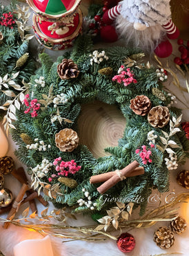 Giovannette Classic Christmas Wreath